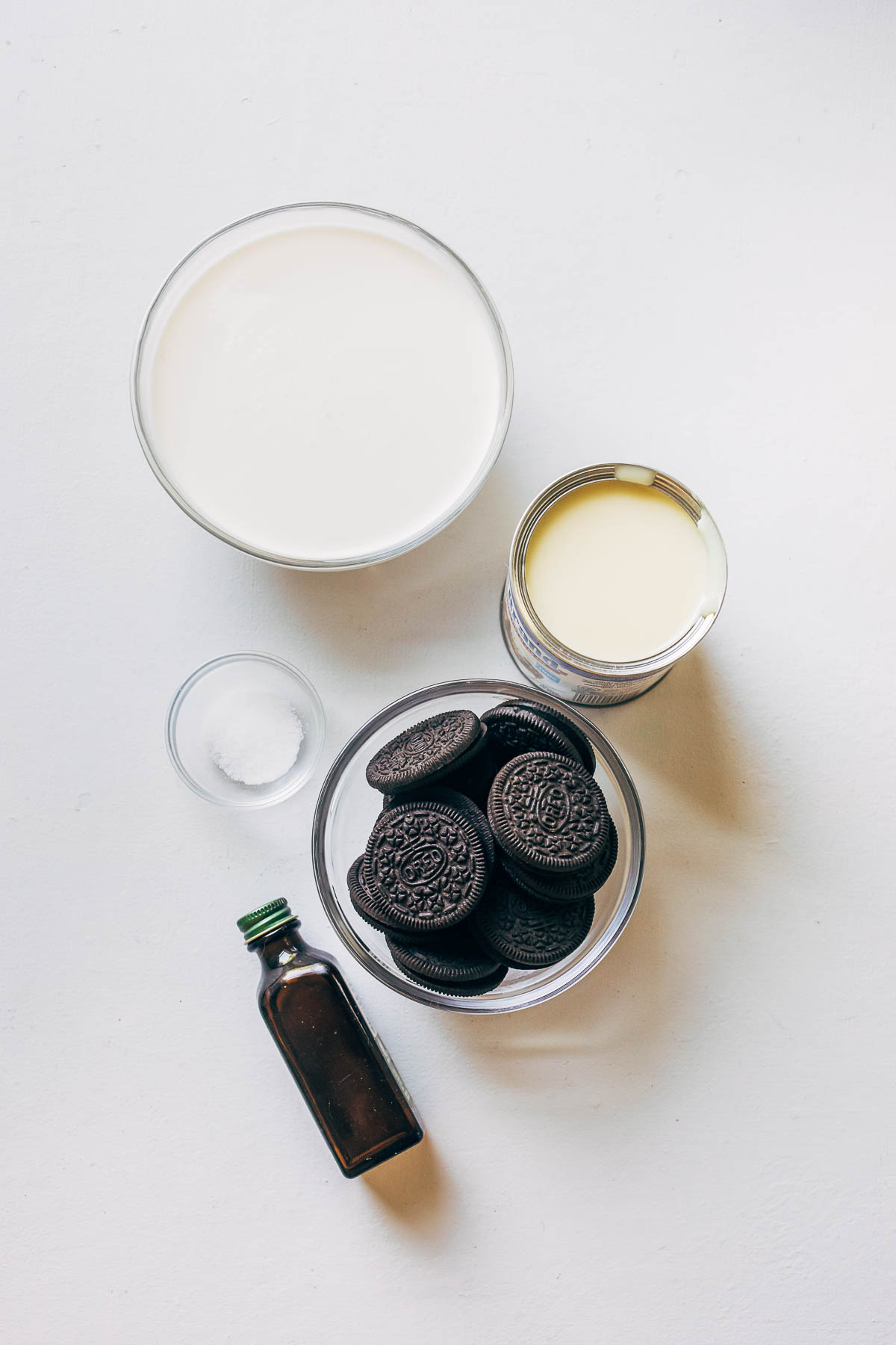 Ingredients to make mint Oreo ice cream.
